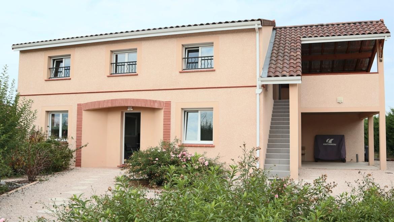 EXCLUSIVITÉ  Grande VILLA 196 m² habitables avec du potentiel (bureaux) + studio avec jardin