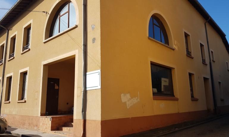 EXCLUSIVITÉ   IMMEUBLE spacieux + appartement T2- maison d'habitation- dépendance