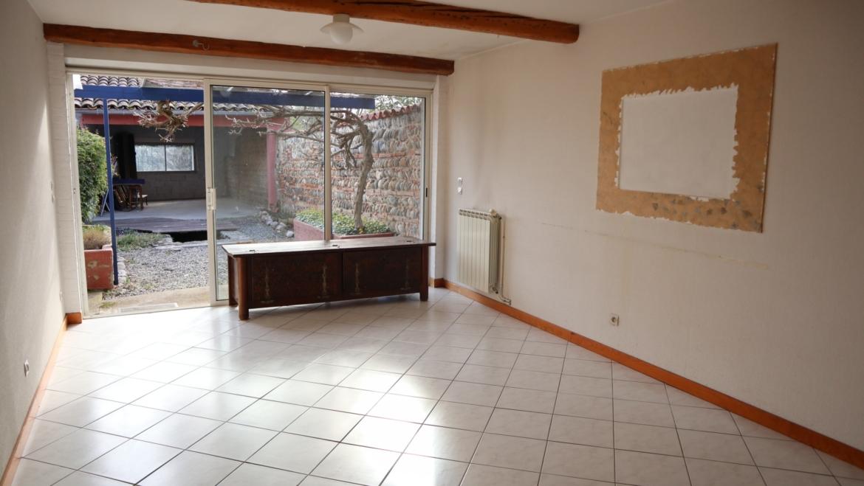 EXCLUSIVITÉ- Maison de village 3 pièces, 2 grands garages avec jardinet