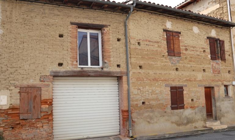T2-pièces à rénover avec garage 80 m² attenant