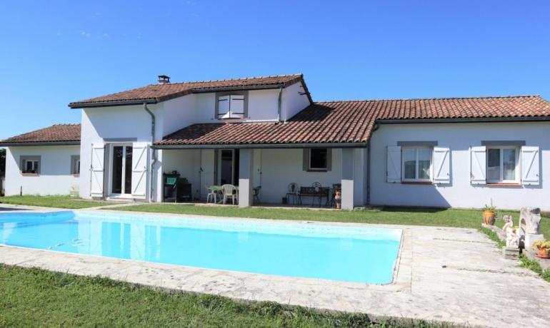 Maison de 157m² 5 pièces principales, avec piscine vue Pyrénées