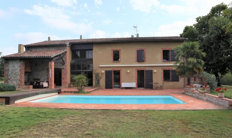 Demeure de caractère 200m² habitables avec parc 3ha avec piscine et vue sur les Pyrénées