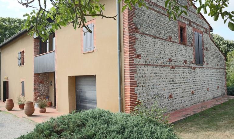 Maison de caractère 200 m² habitables, Parc + 3 ha. TERRES – piscine -Pyrénées