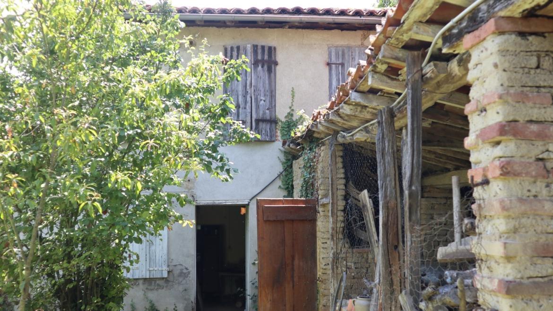 Maison ancienne à rénover avec jardin