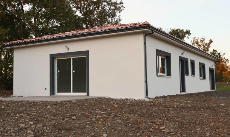 Maison neuve 109m² habitables avec garage, beau terrain